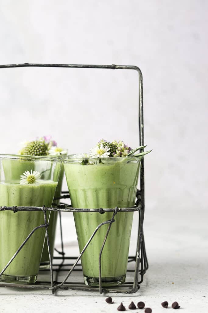 mint smoothies in jar lined up with chocolate chips