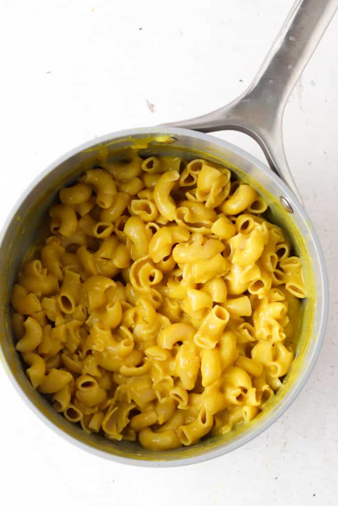 mac and cheese in a pot